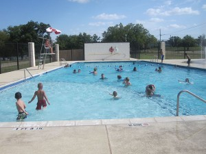 swimming pool, pool safety, pee in swimming pool